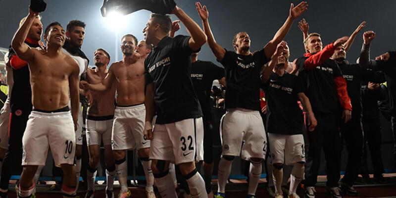Eintracht Frankfurt kümede kaldı