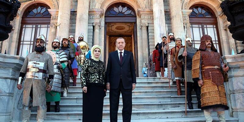 Erdoğan, Saraya Mehter'in Devlet Marşı ile girdi