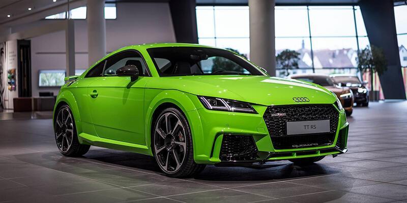 Yeşil Audi TT RS