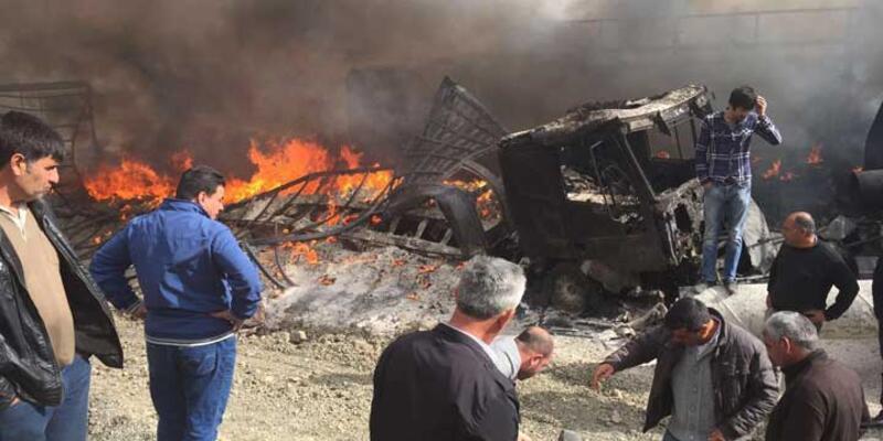 Doğubayazıt - Çaldıran yolunu kesen PKK'lılar 12 aracı yaktı