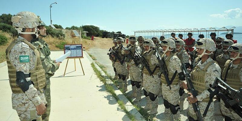 TSK'dan 8 ülke askerine amfibi ve hava harekatı eğitimi