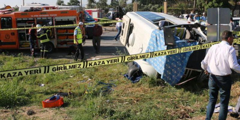 Öğrenci servisi otomobil ile çarpıştı: 2 ölü, 14 yaralı