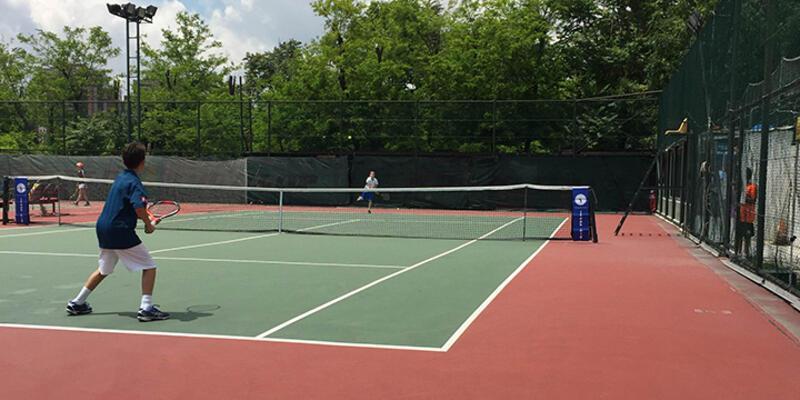 12 yaş tenis turnuvasında heyecan başladı