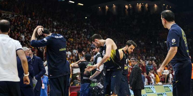 Galatasaray Odeabank-Fenerbahçe maçında olaylar çıktı