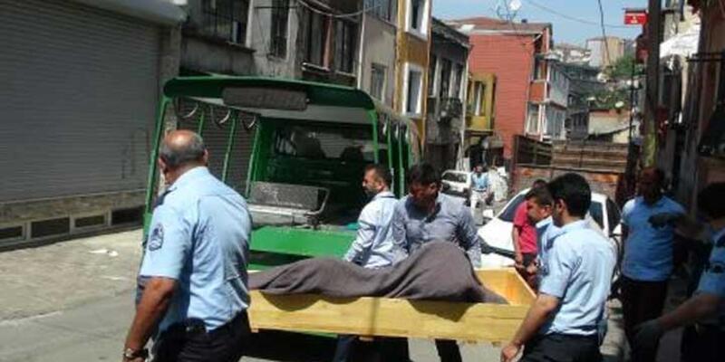 Beyoğlu'nda bina merdivenlerinde ceset bulundu