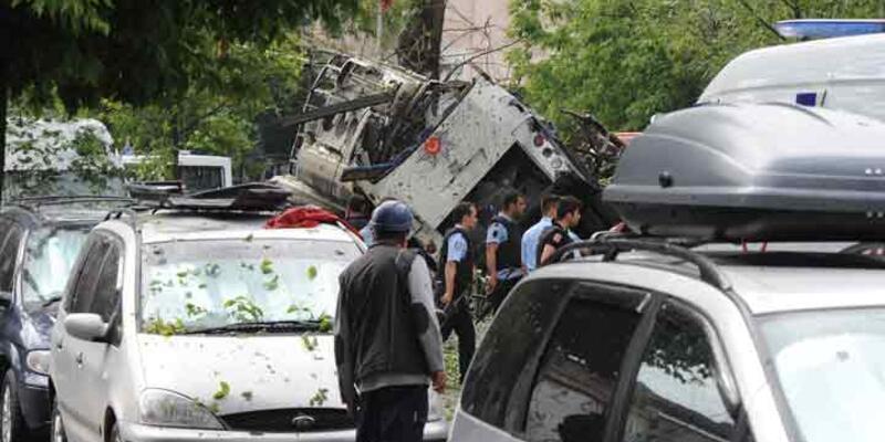 İstanbul Vezneciler'de polise bombalı saldırı