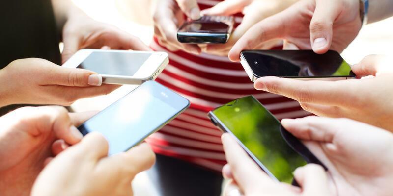 Kadınlar telefon bağımlılığına daha yatkın