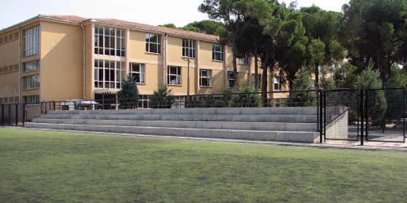 Bornova Anadolu Lisesi'nden bildiri