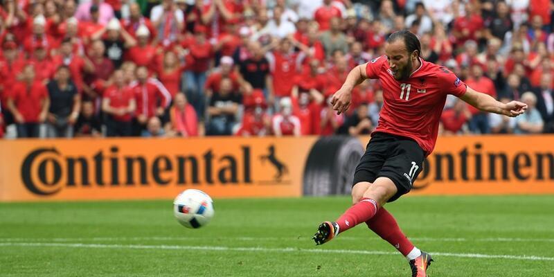 Gashi o topu kaleye atamayınca... Euro 2016: Arnavutluk - İsviçre: 0-1