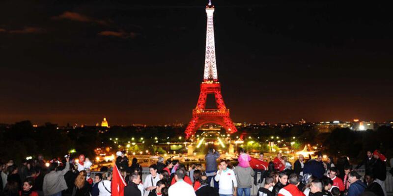 Eyfel Kulesi tekrar Türk bayrağına bürünebilir