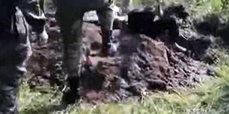 Ukrayna askerleri Rus ayrılıkçıyı diri diri gömdü