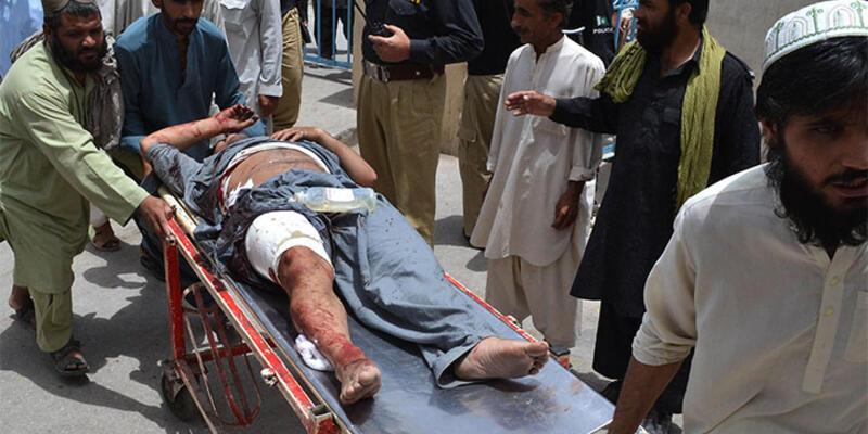 Pakistan'da bombalı saldırı: 3 ölü, 32 yaralı