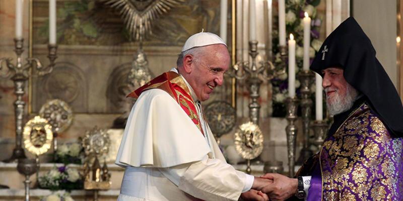 Papa Ermenistan'da 'soykırım' dedi