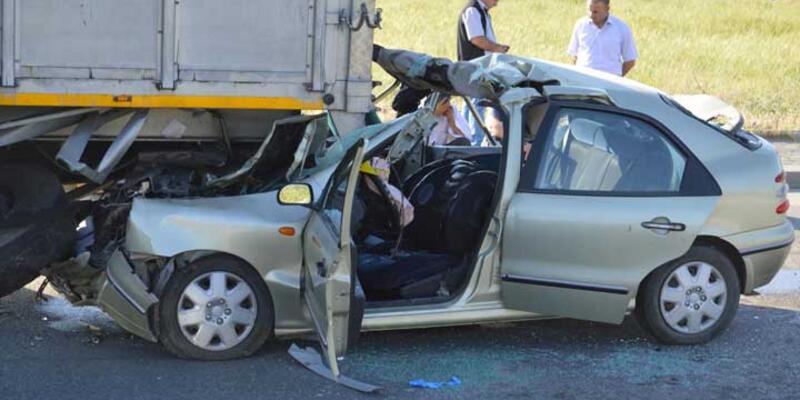 Otomobil TIR'a arkadan çarptı: 3 ölü, 1 yaralı
