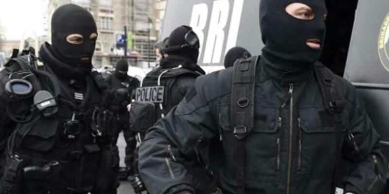 Fransa'da polislerin kimlikleri internete sızdırıldı
