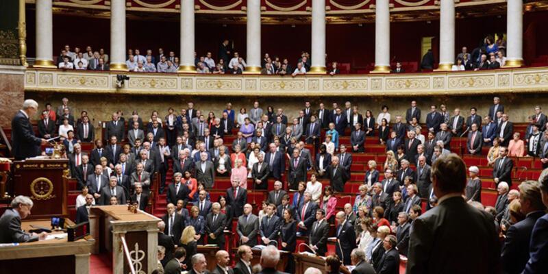Fransız meclisinde İstanbul'da hayatını kaybedenler için saygı duruşu