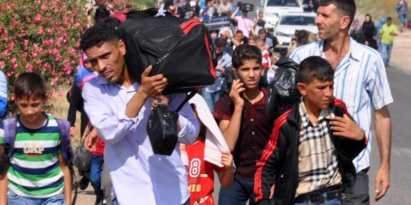 Suriyeliler yollara döküldü