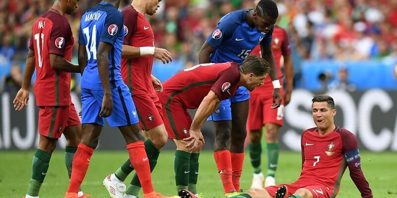 Cristiano Ronaldo ağlayarak sahayı terketti