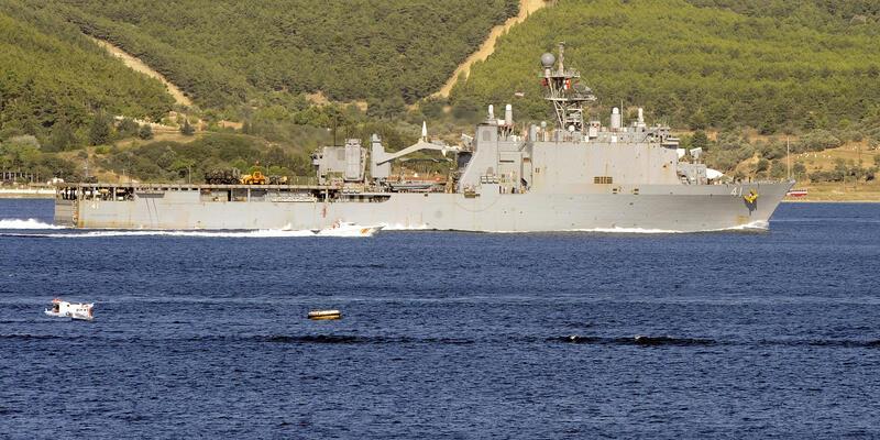 Çanakkale Boğazı'ından savaş gemisi geçti