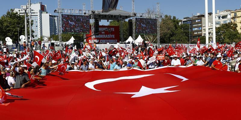 CHP'nin çağrısıyla Taksim'de Cumhuriyet ve Demokrasi mitingi