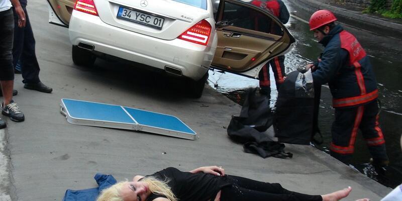 İstanbul'da korkunç kaza... Rus sürücünün otomobili refüje girdi