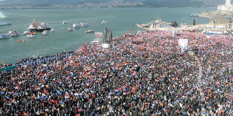 Demokrasi Mitingi'nde İzmir'in umut dolu duruşu