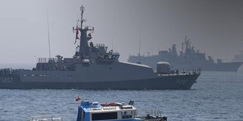Yenikapı açıklarında savaş gemileri