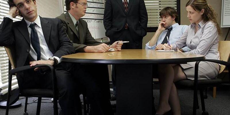 Sıkıcı bir toplantıda ilgili gözükmenin yolu