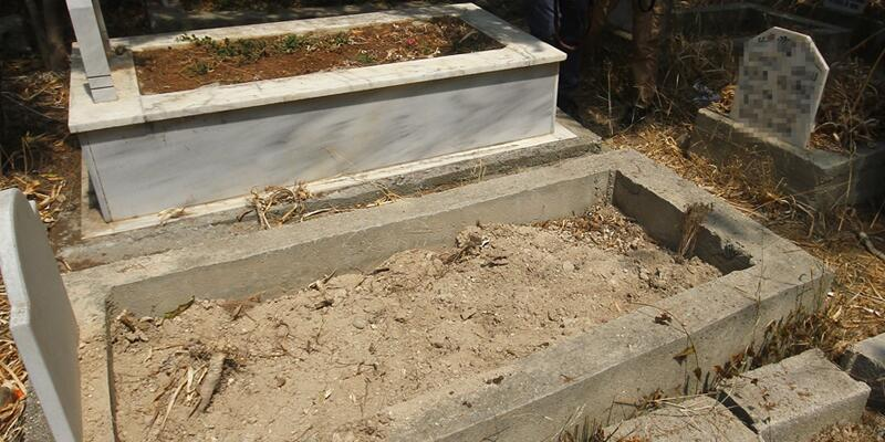 İki günlük bebeğini babasının mezarına gömerek öldürdü