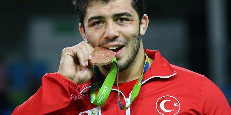 Türkiye'nin üçüncü madalyası Cenk İldem'den