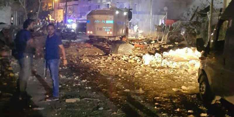 Van'da polis merkezine bombalı araçla saldırı: 3 ölü, 73 yaralı