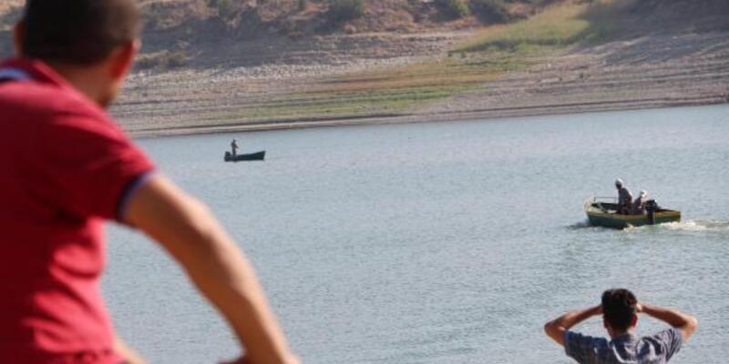 Baraj gölüne giren iki genç kadından birinin cesedi bulundu