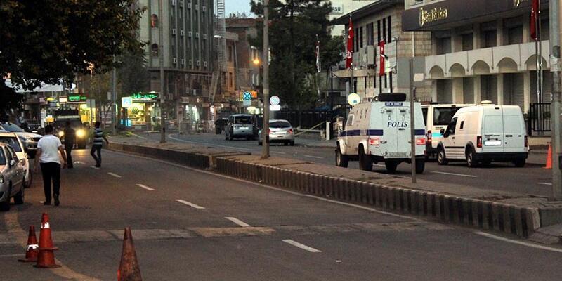 Diyarbakır Sur'da şüpheli kamyonet patlatıldı