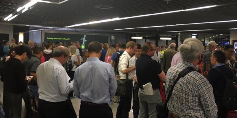 Frankfurt Havalimanı'nda terör paniği