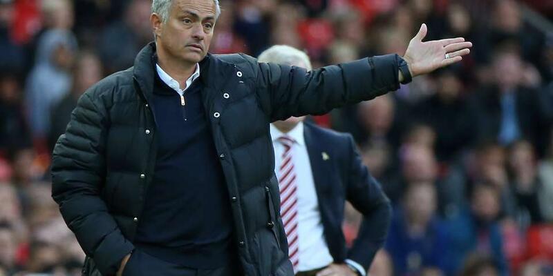 Manchester United yönetiminden Mourinho'ya: Sus ve transfer için para istemekten vazgeç