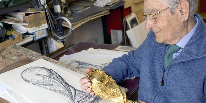 Futbol kupalarının ünlü tasarımcısı Gazzaniga hayatını kaybetti