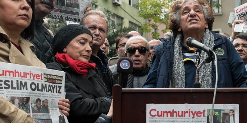 Sanatçılardan Cumhuriyet Gazetesi'ne destek ziyareti