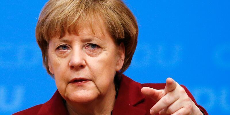 Merkel'den Türkiye'ye Cumhuriyet Gazetesi eleştirisi