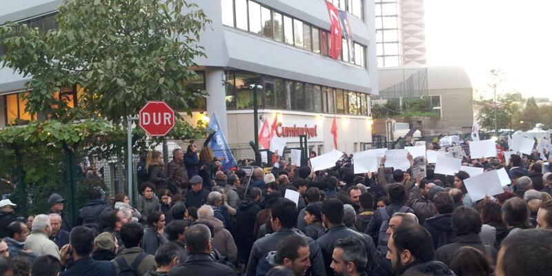 CHP Hatay Milletvekili Hilmi Yarayıcı, Cumhuriyet önünde konser verdi