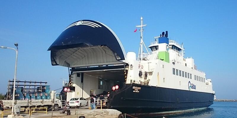 Kuzey Ege'de fırtına deniz ulaşımını durdurdu