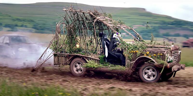 Ağaçtan Land Rover üretti