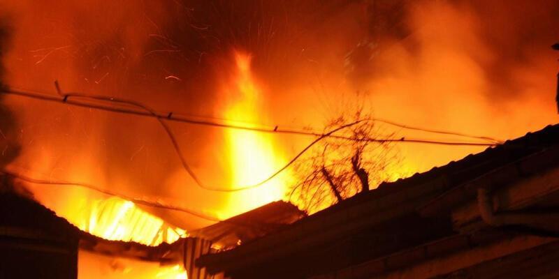 Tek katlı evde yangın: 1 ölü