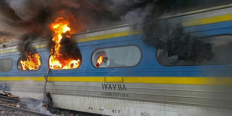 İran'da iki tren çarpıştı: 44 ölü