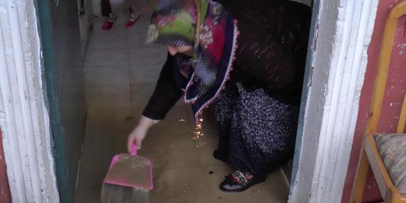 İstanbul'da sağanak nedeniyle evleri su bastı