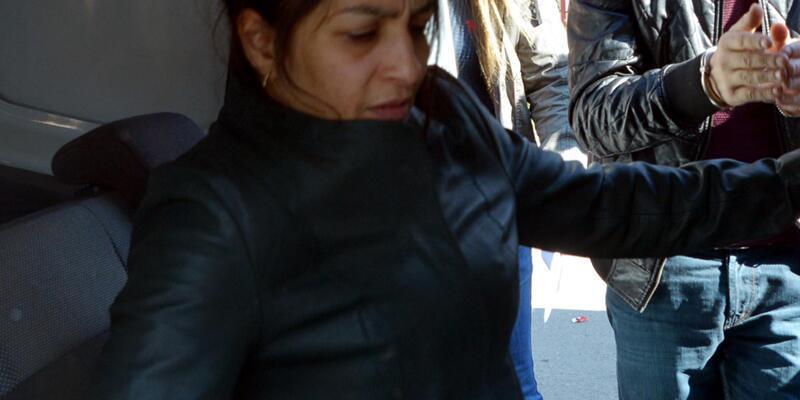 Uyuşturucu göğüslerinin arasına gizlerken yakalandı