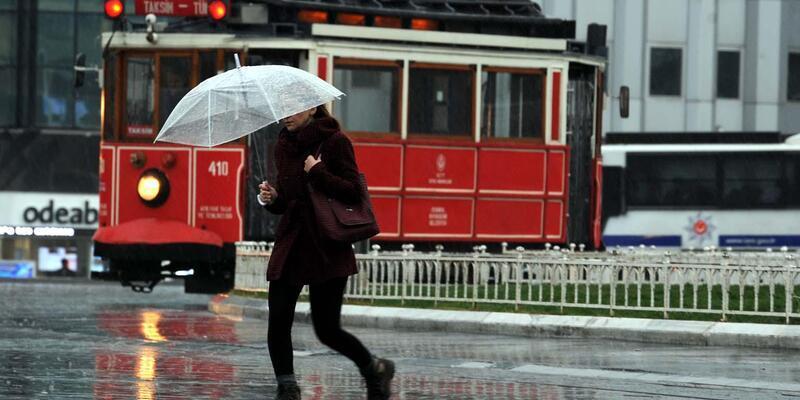 Aralıksız yağan yağmur kenti felç edebilir