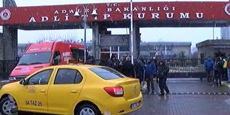 Saldırıda hayatını kaybedenlerin yakınları Adli Tıp önünde