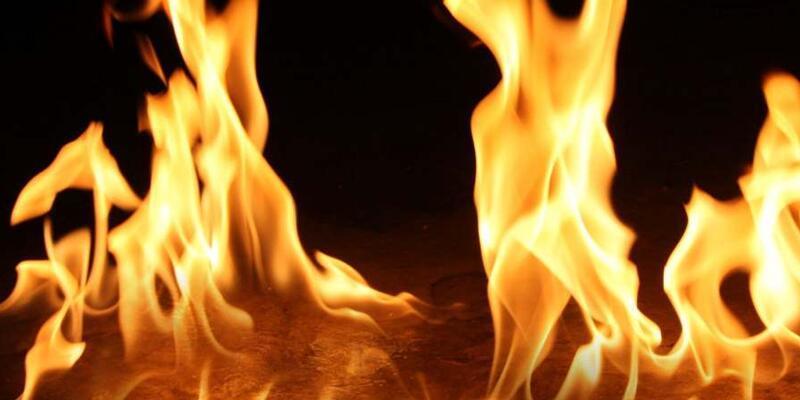 Sakarya'da iş yeri alev alev yandı