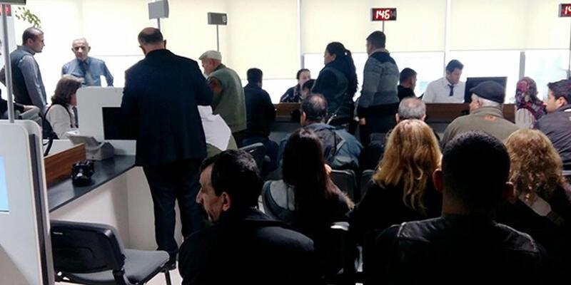 Antalya'da  çipli kimlik izdihamı