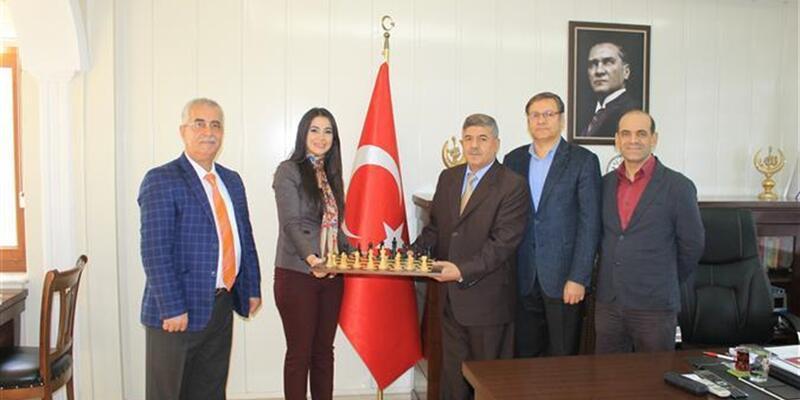 Cübbeli Ahmet'in çıkışının ardından müftüye satranç takımı hediye ettiler